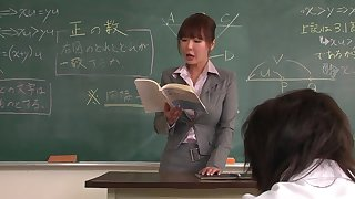 Lecturer helps a well-draped schoolgirl to concentrate insusceptible to the lesson
