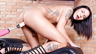 Undersized Shemale Hanna Rios Makes Love to an Ebullient Sex Gear